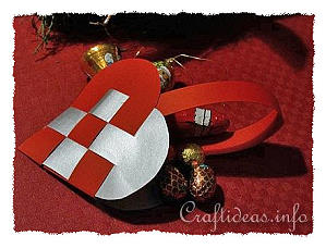 Christmas Paper Craft - Woven Heart Paper Christmas Ornament