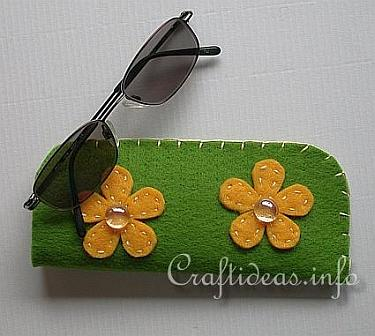 Free textile craft sew a felt glasses case for teens for Sewing crafts for teens