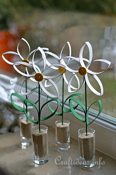 paper craft for spring recycling craft daisies made from empty paper towel rolls tubes. Black Bedroom Furniture Sets. Home Design Ideas