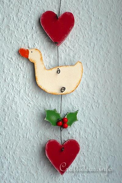 Christmas Wall Decoration - Goose, Heart and Holly 250