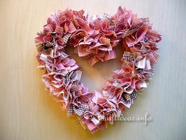 Tissu Heart Wreath