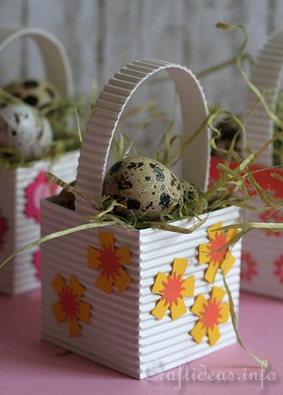 Paper Crafts for Easter - Mini Easter Baskets with Eggs 2