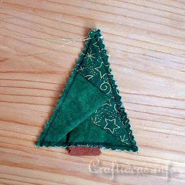 http://www.craftideas.info/assets/images/Patchwork_Christmas_Tree_Ornament.jpg