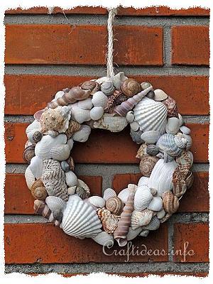Maritime and seashell craft seashells wreath for Seashell wreath craft ideas