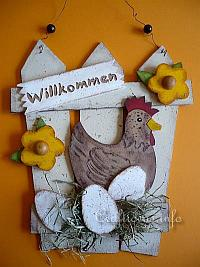 Wooden Country Door Sign with Hen and Eggs 200